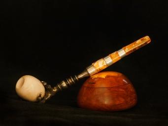 Dosa med bärnsten/Cigarettmunstycke efter 1800-tals förlaga