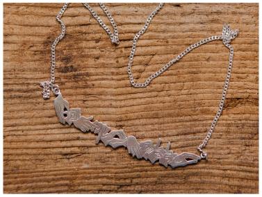 Petronella/teckenspråk, utsågat i silver